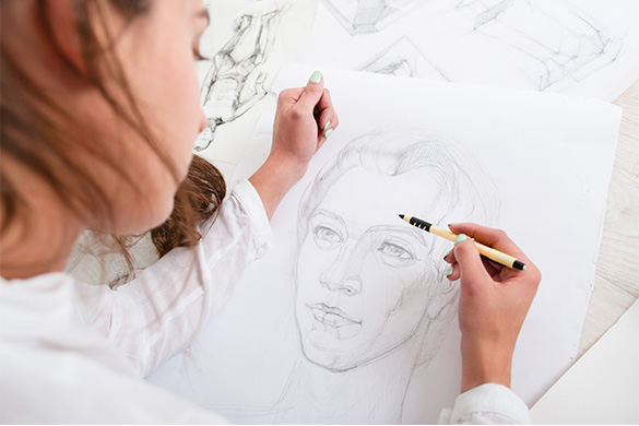 woman drawing face